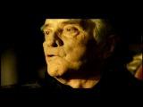 Johnny Cash - Hurt Одна из лучших песен Nine Inch Nails исполнена Джонни Кэшем, после этого её автор Трент Резнор сказал, что она больше не принадлежит ему. Удивительнее всего, что вокальная партия записана умирающим Кэшем живьем одним дублем, и это пропитало песню болью музыканта, связанной с горечью безысходности от скорой потери смертельно больной супруги. Во время записи песни Джонни Кэш плакал, что придало вокалу невероятный трепет и энергетику. Через несколько месяцев не стало и самого певца.